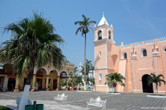 Side view of Iglesia la Candelaria, Tlacotalpan