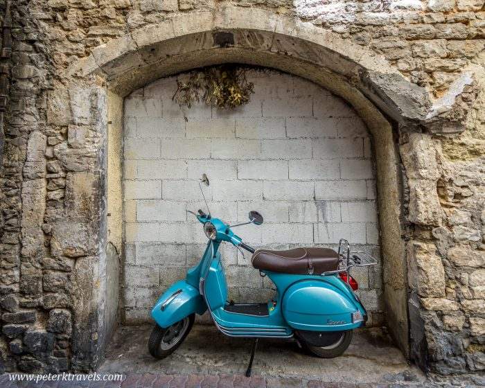 Scooter, Nimes.
